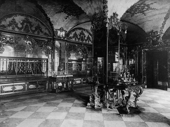 Jewel Room, Picture 1